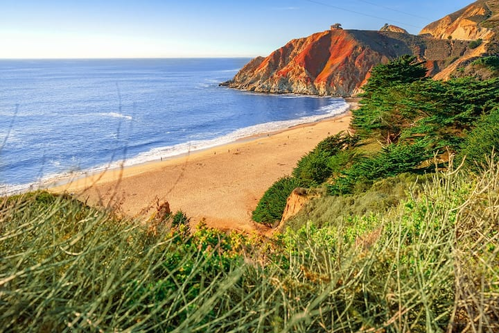 Ocean & Mountain View Getaway | Walk to Trails, Beach, Family Activities