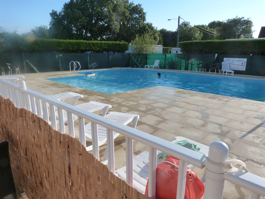 Beau mobil home sur la cote fleurie 3 ch 2 s de b for Camping cabourg piscine