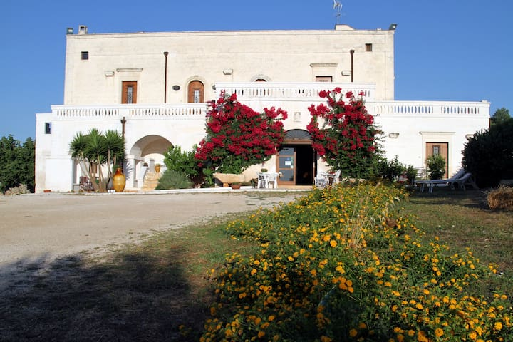 "RAFFAELLO APT IN MASSERIA ""DONNA  NINA"" OSTUNI - Ostuni - Bed & Breakfast"