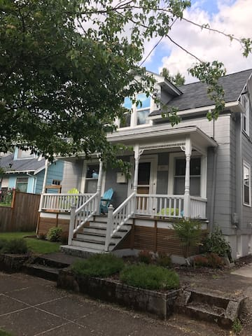 The Craftsman on Curtis - 2 bd. Sleeps Five Home