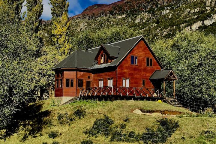 El Refugio Lodge - Brown Room - Meals Included*