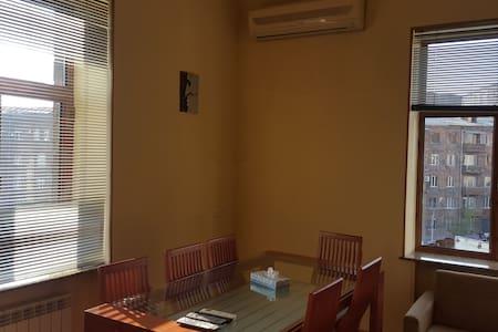 Barekamutyun metro apartment - Yerevan - Apartment