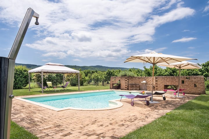 2 country houses with a private swimming pool