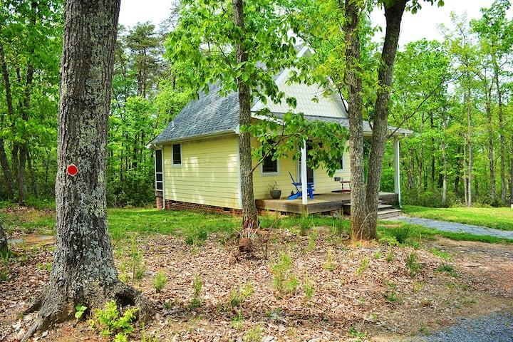 Woodland Cottage near Yogaville, nestled in woods