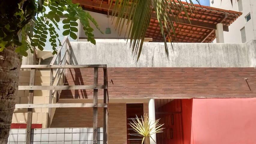 Quarto e varanda maravilhosos em Tambaú/ J Pessoa