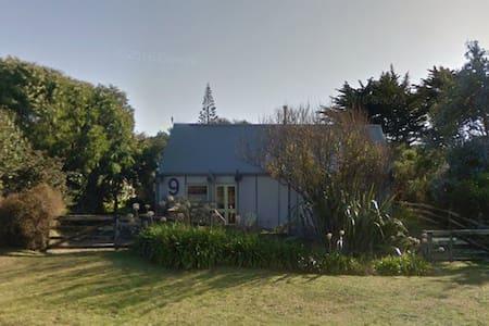 One of a kind Kiwi Bach - House