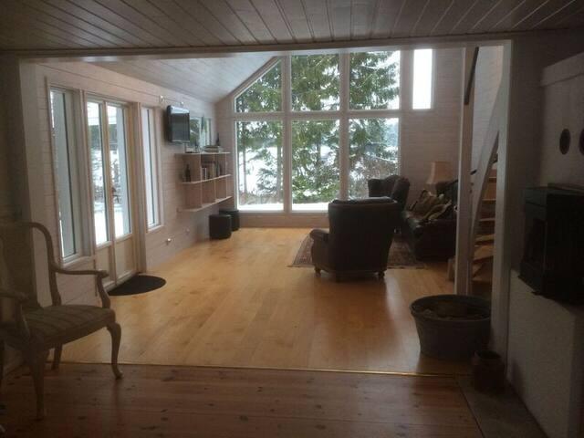Härligt hus på hästgård i Enköping - Enköping - Bed & Breakfast