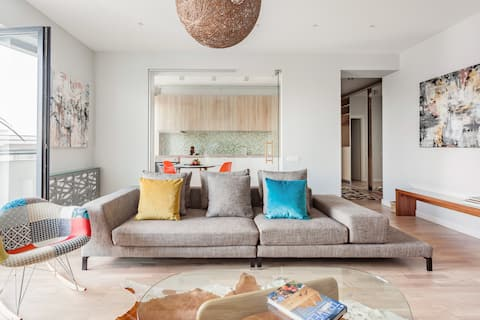 The Shades Of Grey—Tranquil 4th-Floor Apartment