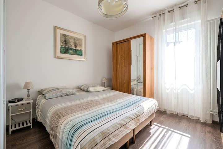 Pleasant 1st bedroom