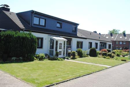 Zimmer im EFH in Königshardt - Oberhausen - Casa
