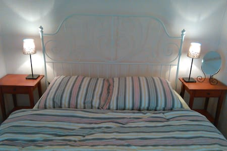 Romantic room over old café bakery - Strehla - Bed & Breakfast