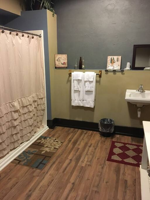 Helen's Chamber Bath (Handicap Accessible)