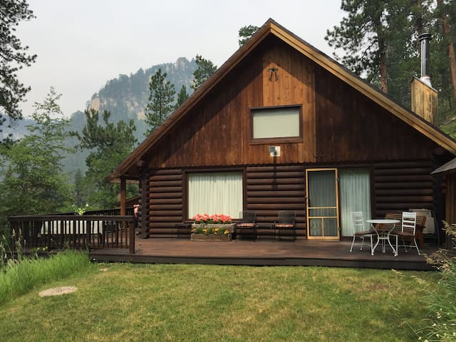 Spearfish Canyon Retreat (Valhalla)
