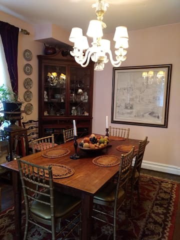 Dining Room seats 8.