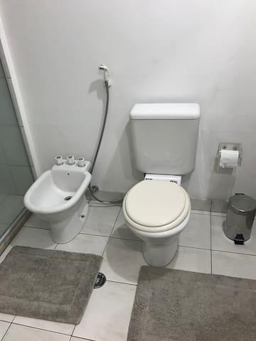 Detalhe banheiro.