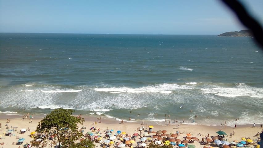 Apartamento  praia do Tombo,pé na areia ,vista mar