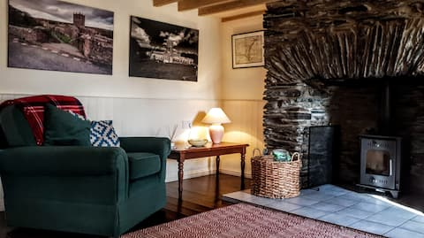 Pen-yr-allt. Great central location, dogs welcome.