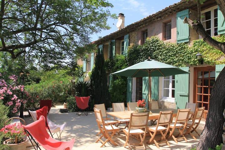 """Mas provençale """"Les Massanes"""", 5 chambres, Piscine"""