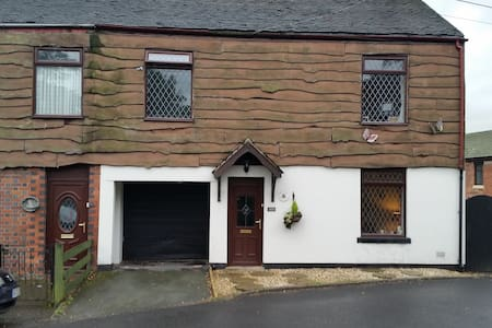 4 bedroomed cottage in quiet village - Mow Cop, England, GB - Rumah