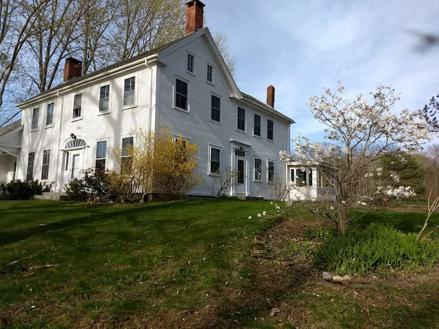 Historic Farmhouse in midcoast Maine - The Haven