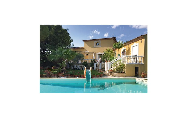 Holiday cottage with 3 bedrooms on 130 m² in Baillargues