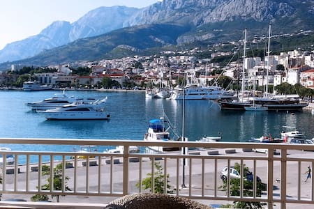 Studio mit Meerblick,direkt am Meer - Makarska - Bed & Breakfast