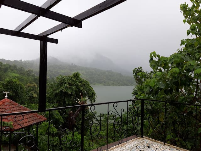 Mehek Villa lakeside house between Mumbai and Pune
