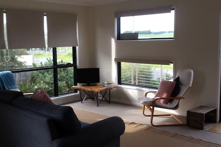 Bright & modern country getaway - Dalyston - บ้าน