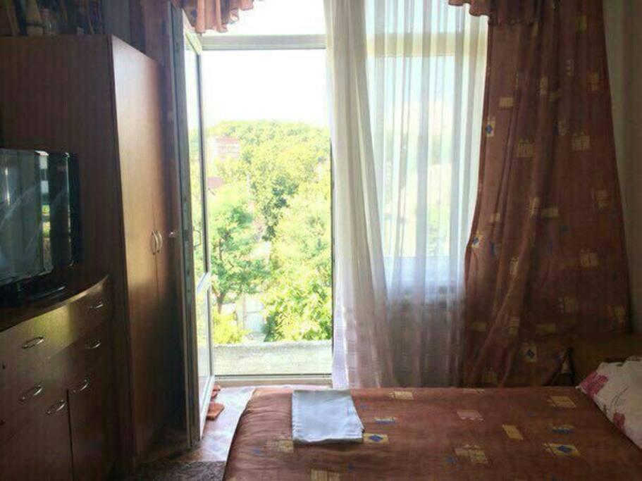 комната с балконом на шикарный вид.
