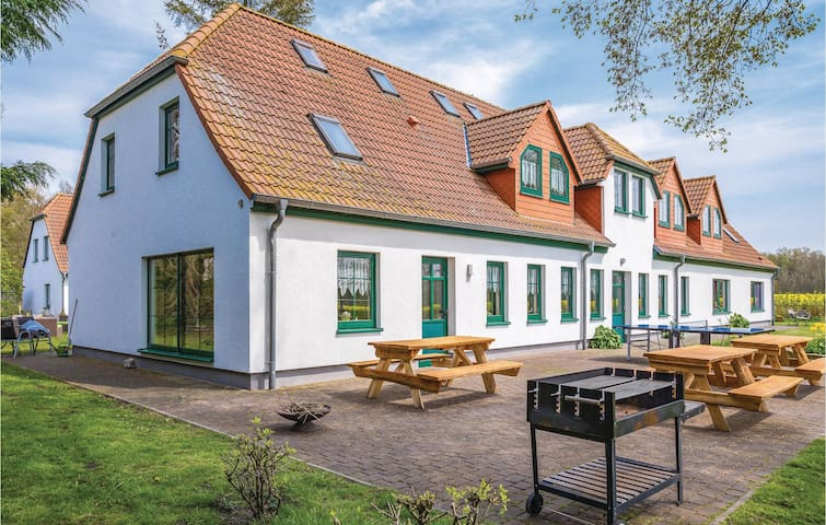 Holiday cottage with 10 bedrooms on 366 m²