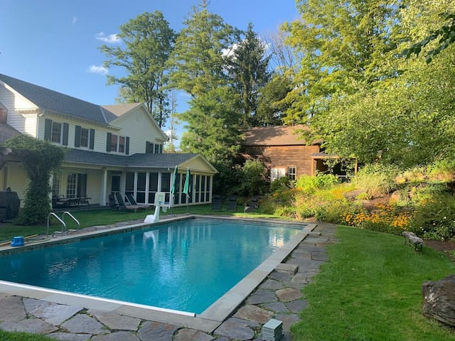Allen House with Pool, 1 mile from Tanglewood!!