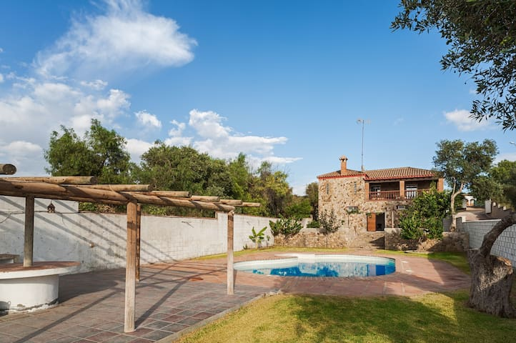 Stunning Stone House with Pool - Casa de Piedra