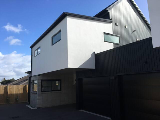 New Modern Apartment (Built 2018)