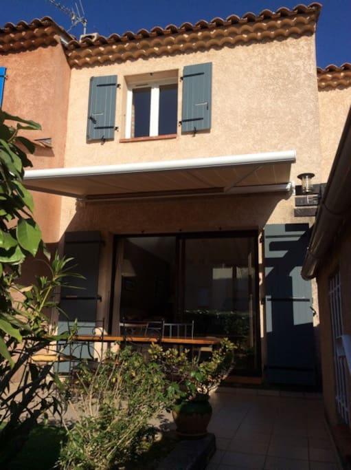 La façade coté terrasse