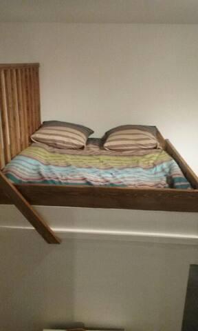 Lit 2 places pour 2/ upper mezzanine bed for  2 personnes l1m40XL1m90