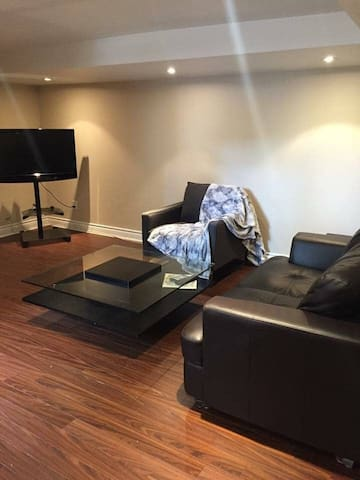 Elegant 1-bed with en suite Jacuzzi Toronto