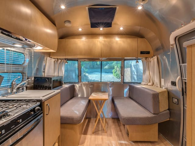 Cozy Modern Airstream - Close to Downtown/ACL/SXSW