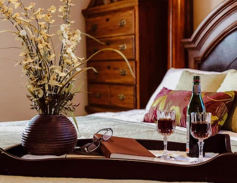 Hilltop Haven Luxury lodging in Wine country
