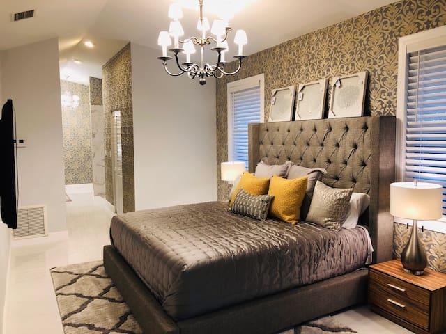 Luxury Room,King Bed Near Beach & Shops