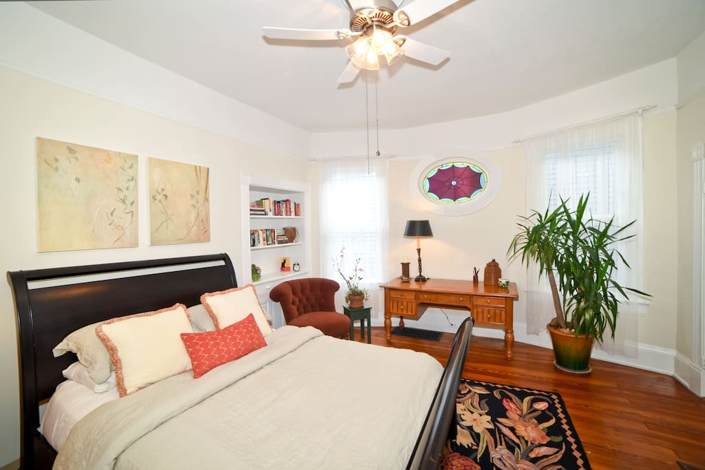 Large, comfortable room with king-sized bed, desk, seating area