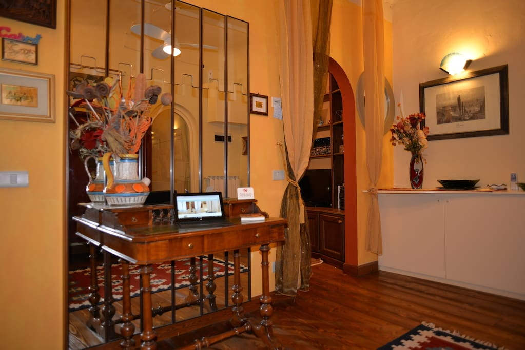 The entrance with a working table.