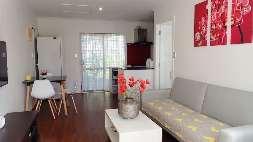 One bedroom unit near St Luke's & Eden Park