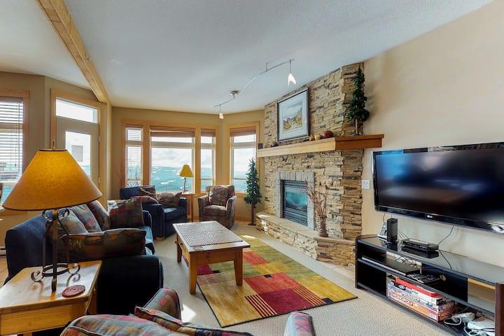 Ski-in/ski-out mountaintop condo w/ hot tub, balcony & great views