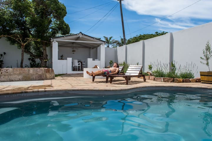 Lemon Tree Luxury COTTAGE with pool and free wifi!