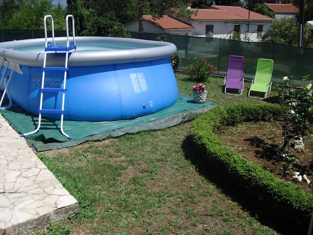 Apt for 4+2 pers with pool in Potpićan R43123