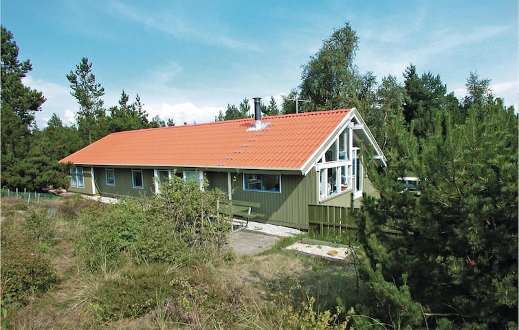Holiday cottage with 3 bedrooms on 94m² in Oksbøl