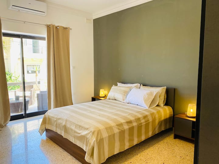 St. Julians Double bed, pvt. bathroom & terrace