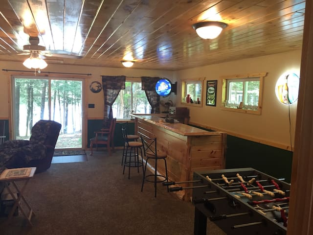 Adirondack Escape: Lake, Golf, and Bar/Restaurants