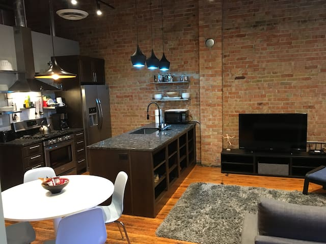 The District Lofts B - 1 bedroom/1 bath - Sleeps 4
