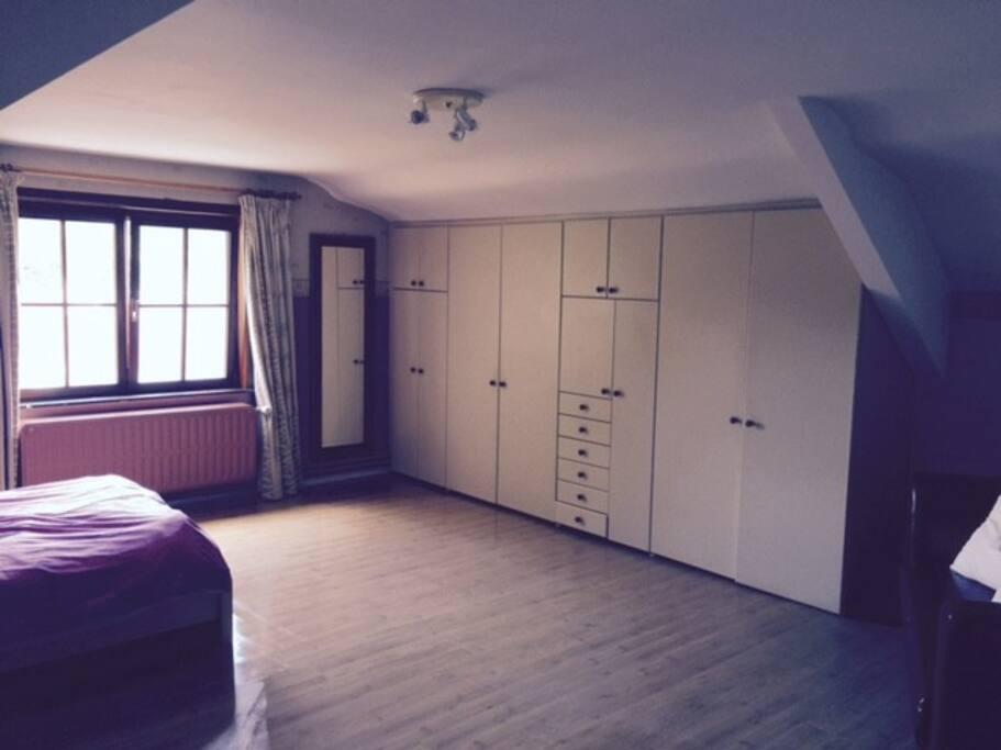 Grande chambre priv e louer dans villa villas for rent for Piscine zaventem
